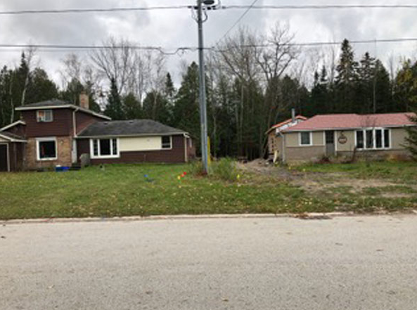 My Dad and I live in the house on the left. My sister, niece and mom live in the house on